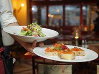 Chefkok Orlando David Iradi van Singel 101 vertelt wat we gaan eten vandaag!