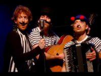 Enfants Terribles: Flitsend Theaterspektakel van de Ashton Brothers