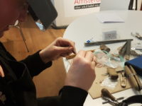 Edelsmid in de studio: Diane Breed