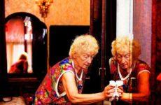 verzameling van woensdag:   Fotograaf Peter van der Meer (54) werkte acht jaar aan de expositie De Dames waarin hij 45 oudere Amsterdamse dames portretteerde uit de Jordaan, Zuid en Zuidoost. Een ooit arm, rijk en kleurrijk deel van de stad. De dames, tot 1 februari 2018 te zien in CBK Amsterdam. meer weten over het project? www.voordekunst.nl  kosteloos