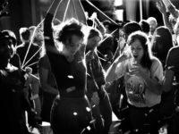 Charlie en Hannah gaan uit: het sprankelende filmdebuut van Bert Scholiers