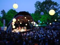 Vier de zomer in het Vondelpark Openluchttheater
