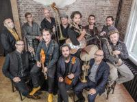 Verrassend, opzwepend, spectaculair:  Amsterdam Klezmer Band meets  Söndörgő