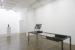 Roos Theuws, Mercurial Dominion, 2020, metalen constructie, ontlede 27 inch I-Mac, videobeelden, samen 140 x 276 x 93 cm, Courtesy Slewe Gallery, Amsterdam (foto: Peter Cox)
