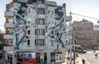 Judith de Leeuw onthulde haar nieuwste muurschildering aan het Leidseplein