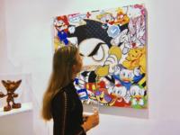 Loes verkoopt al haar kunst aan Chinees museum